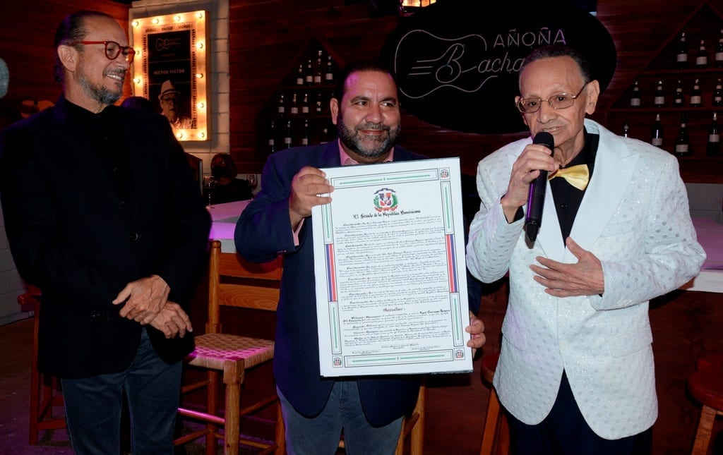 El Senado de la República reconoce al bachatero Luis Segura por sus aportes al arte dominicano a través de 56 años de carrera musical