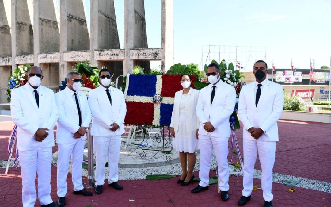 Senado de la República deposita Ofrenda Floral en Monumento de los Constituyentes en San Cristóbal en ocasión de 176 aniversario de la Constitución