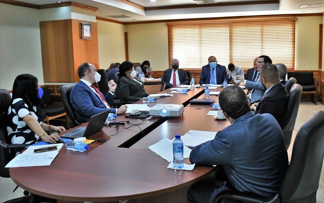 La Comisión de Industria, Comercio y Zonas Francas del Senado y el director de Aduanas analizan el Proyecto de Ley de Aduanas de la República Dominicana